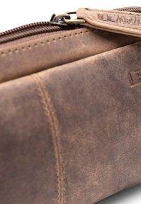 Leabags - WAYNE - Pencil case - mottled light brown - 4