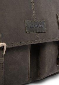 Leabags - CAMBRIDGE - Across body bag - olive - 6