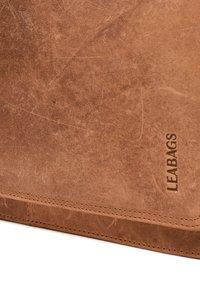 Leabags - LONDON - Across body bag - brown - 4
