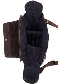 Leabags - KAMERATASCHE CINCINNATI - Across body bag - brown - 5