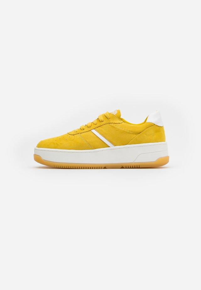 FREIA - Sneakers laag - sun