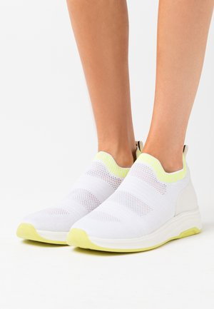 ATENA - Nazouvací boty - white/neon yellow