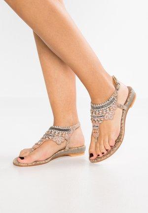 Sandaler m/ tåsplit - nude