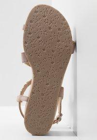Lazamani - Sandály na klínu - biscuit - 6