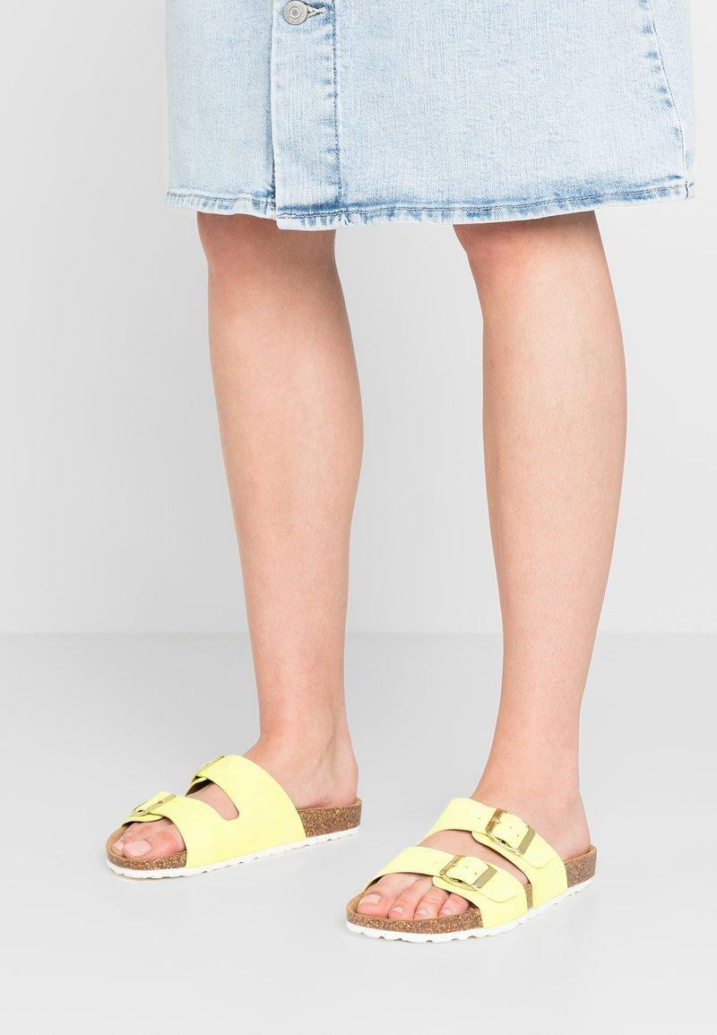 Lazamani - Slippers - giallo