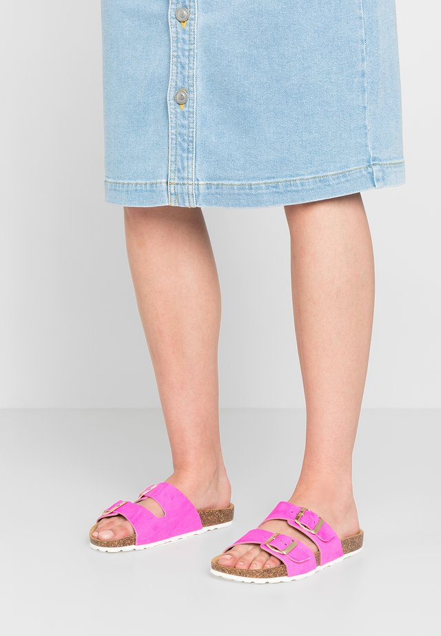 Slippers - fuxia