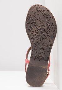 Lazamani - Sandály s odděleným palcem - coral - 6