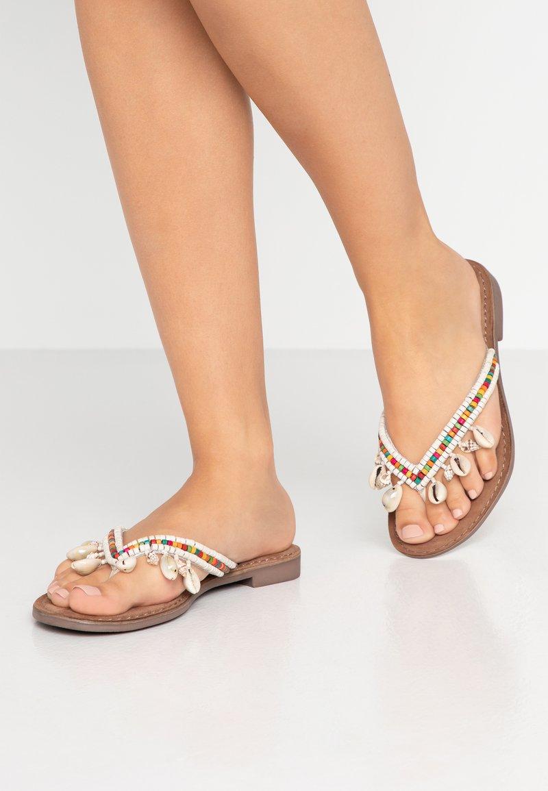Lazamani - T-bar sandals - white