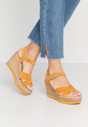 Sandály na vysokém podpatku - senape