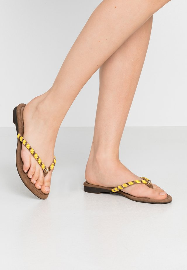 Tongs - yellow