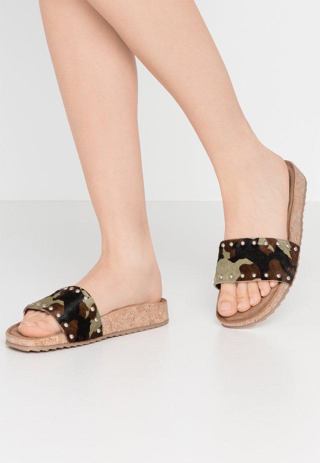 Pantofle - army