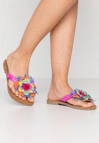 Lazamani - T-bar sandals - fuxia - 0