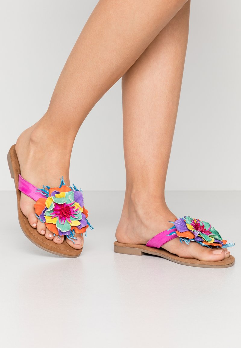 Lazamani - T-bar sandals - fuxia