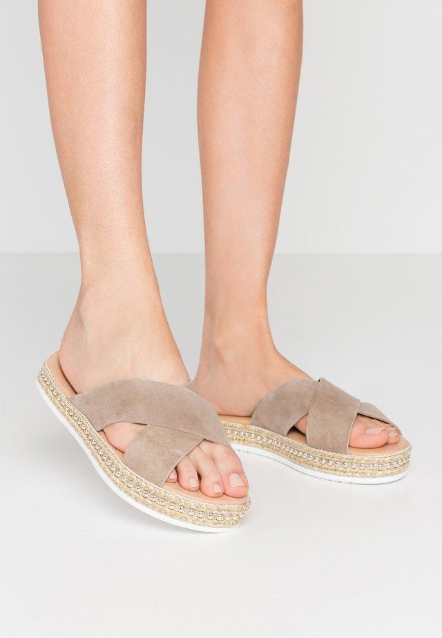 Pantofle - stone