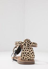 Lazamani - Sandály s odděleným palcem - dalmatian - 5
