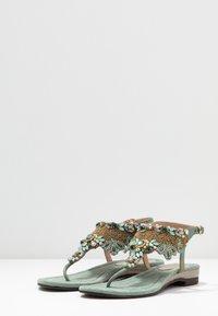Lazamani - Sandály s odděleným palcem - sage - 4