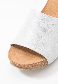 Lazamani - Pantofle na podpatku - bianco - 2