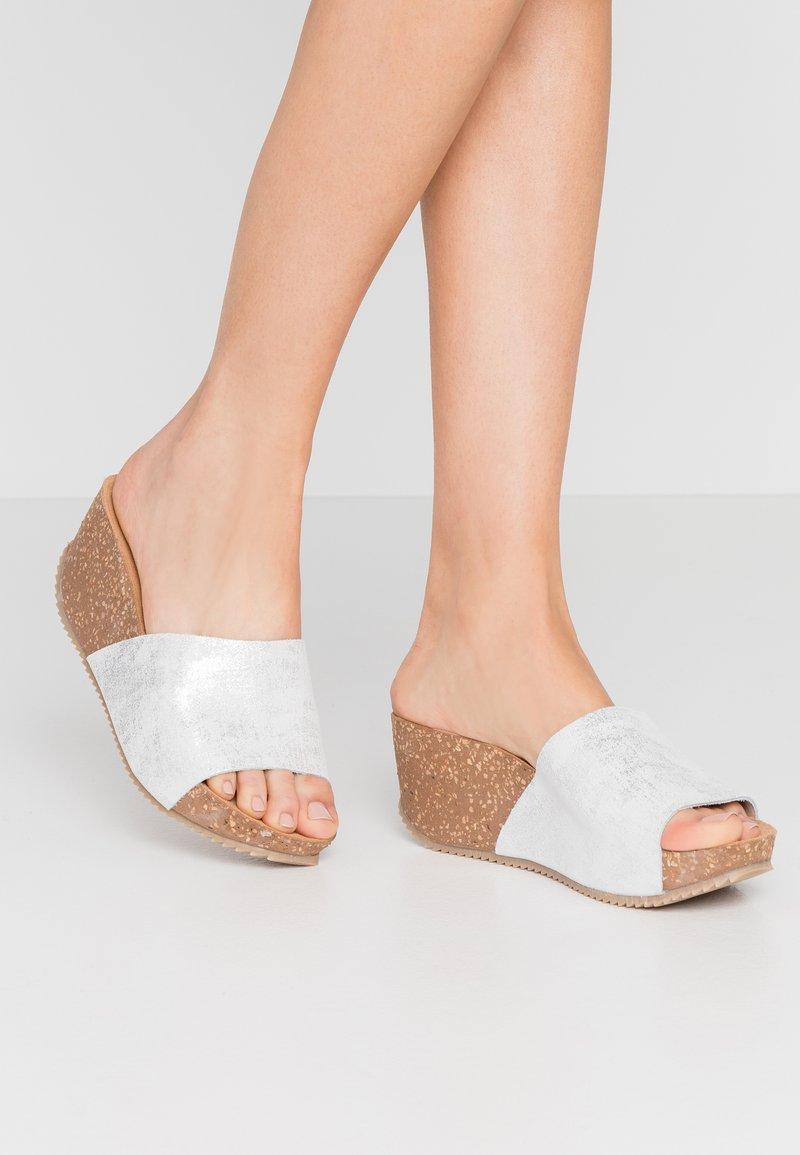 Lazamani - Pantofle na podpatku - bianco