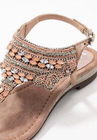 Lazamani - Sandály s odděleným palcem - nude - 2