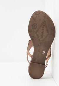 Lazamani - Sandály s odděleným palcem - nude - 6