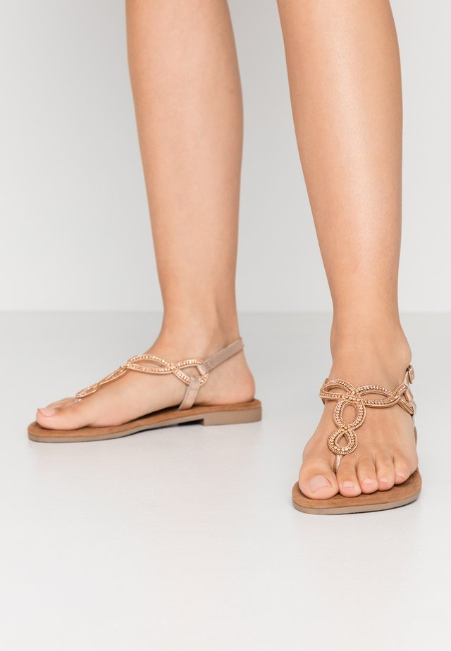 Sandaler m/ tåsplit - peach