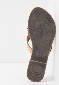 Lazamani - Sandály s odděleným palcem - tan - 6