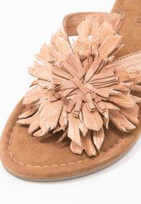 Lazamani - Sandály s odděleným palcem - tan - 2