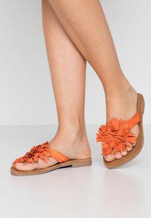 Sandály s odděleným palcem - orange