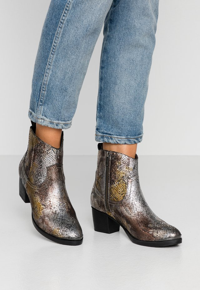 Cowboy/biker ankle boot - disco