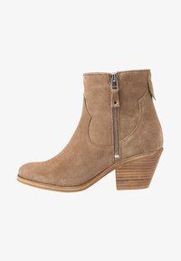 Lazamani - Cowboy/biker ankle boot - taupe - 1
