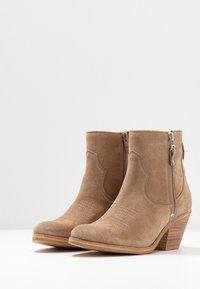 Lazamani - Cowboy/biker ankle boot - taupe - 4