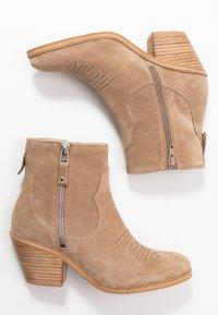 Lazamani - Cowboy/biker ankle boot - taupe - 3