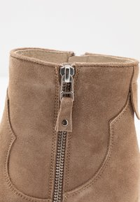 Lazamani - Cowboy/biker ankle boot - taupe - 2