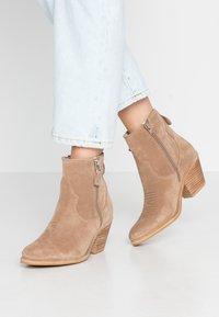 Lazamani - Cowboy/biker ankle boot - taupe - 0
