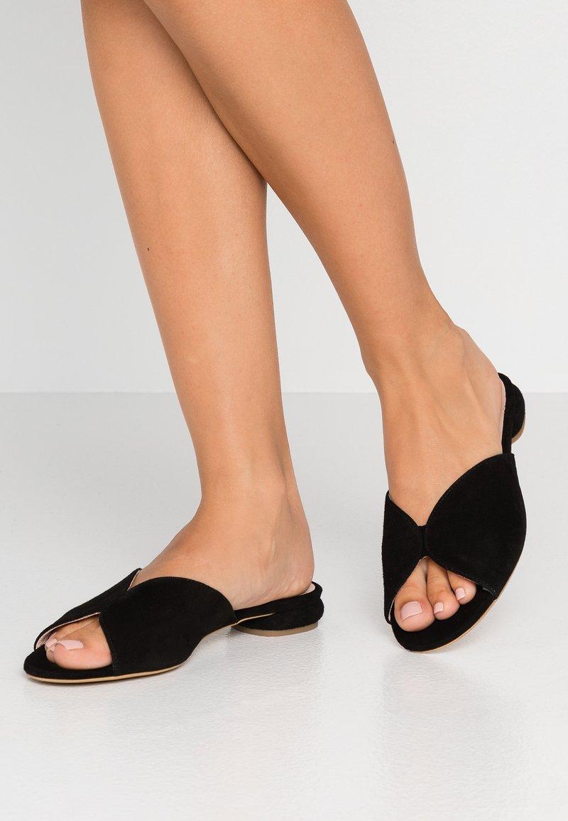 L37 WIDE FIT - MISS STONE LOW WIDE FIT - Pantofle - black