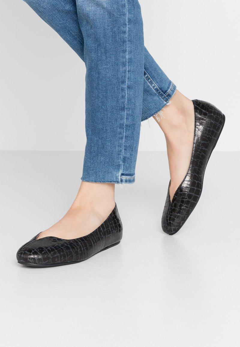 L37 WIDE FIT - FOOTLOOSE - Baleríny - black