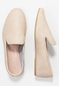 L37 WIDE FIT - CINDERELLA COMFORT WIDE FIT - Loaferit/pistokkaat - sand - 3