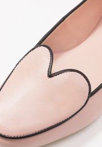 L37 WIDE FIT - HEARTBEAT - Nazouvací boty - pink/black - 2
