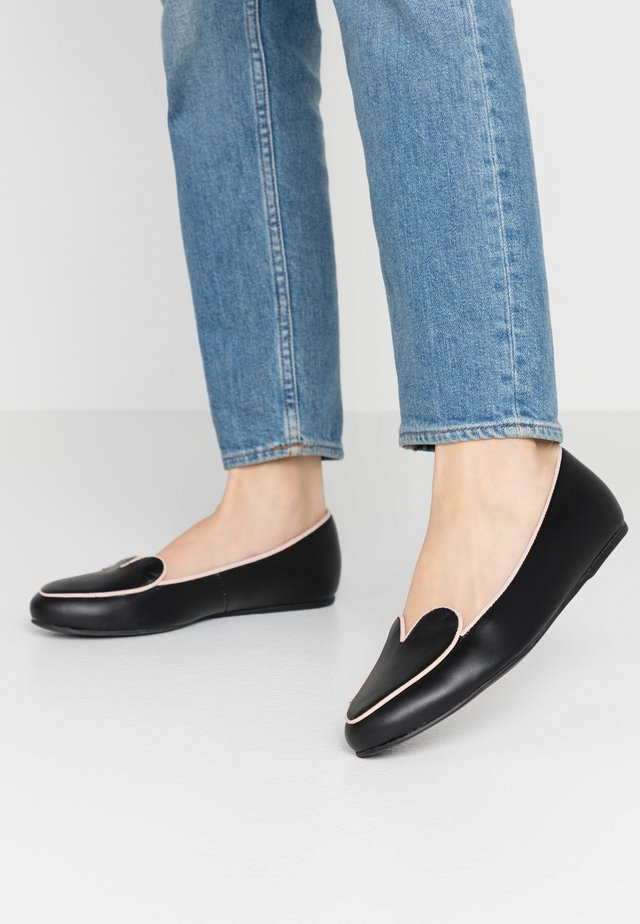 HEARTBEAT - Loaferit/pistokkaat - black/pink