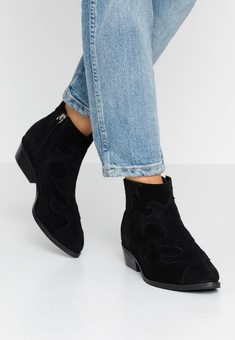 L37 WIDE FIT - WIDE FIT ONE OF US - Ankle boots - black