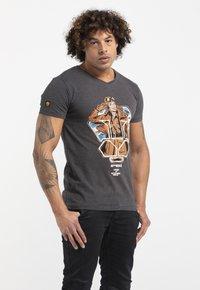 Liger - LIMITED TO 360 PIECES - BUTCHER BILLY - AVIATOR - Print T-shirt - dark heather grey melange - 3