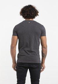Liger - LIMITED TO 360 PIECES - BUTCHER BILLY - AVIATOR - Print T-shirt - dark heather grey melange - 2