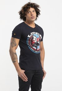 Liger - LIMITED TO 360 PIECES - CLAUDIA HEK - EASY RIDER - Print T-shirt - dark navy - 3
