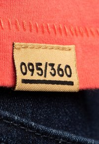 Liger - LIMITED TO 360 PIECES - HANS VAN OUDENAARDEN - PIN UP - Print T-shirt - coral - 3