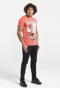 Liger - LIMITED TO 360 PIECES - HANS VAN OUDENAARDEN - PIN UP - Print T-shirt - coral - 1