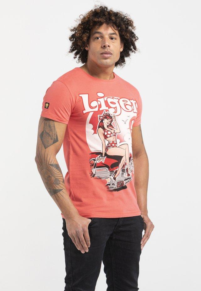 LIMITED TO 360 PIECES - HANS VAN OUDENAARDEN - PIN UP - T-shirt imprimé - coral