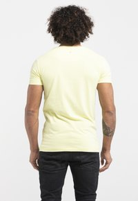Liger - LIMITED TO 360 PIECES - WILLIAM DALEBOUT - SURF - Print T-shirt - yellow - 2