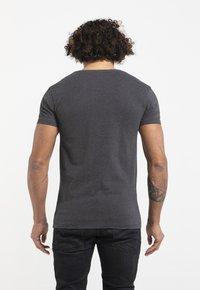 Liger - LIMITED TO 360 PIECES - JASPER ANDRIES - PICK UP - Print T-shirt - dark heather grey melange - 3