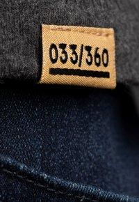 Liger - LIMITED TO 360 PIECES - JASPER ANDRIES - PICK UP - Print T-shirt - dark heather grey melange - 4