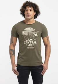 Liger - LIMITED TO 360 PIECES - ZENDER & CHAOS - CAMP CRYSTAL LAKE - Print T-shirt - green - 0